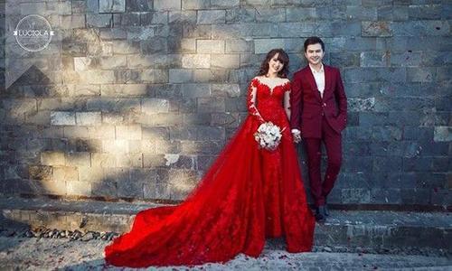 Phương Thảo còn vô cùng xinh đẹp với bộ váy cưới màu đỏ rực rỡ.