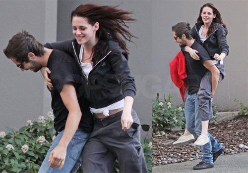 Trong thời gian nữ diễn viên ở Vancouver, Canada quay Twilight, Michael đến thăm cô và cả hai vui vẻ vui đùa bên nhau. Đạo diễn Catherine Hardwicke Twilight tỏ ra yêu mến Michael và khen ngợi anh và Kristen là một cặp đôi đẹp.
