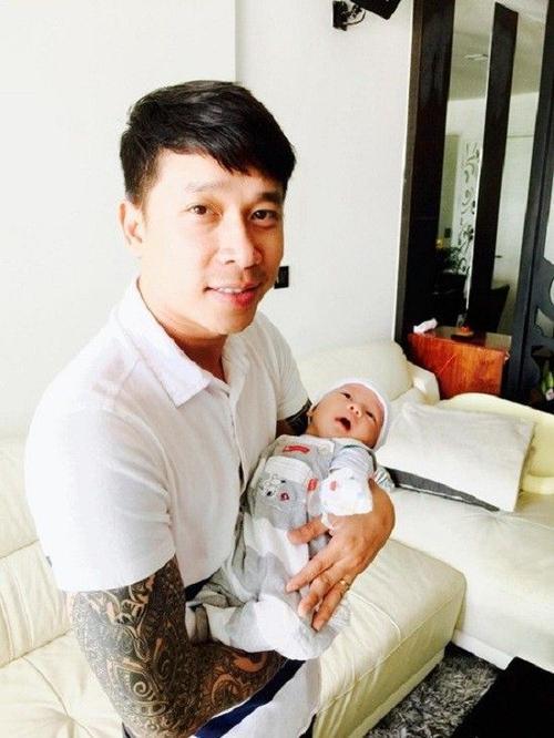 Lê Hoàng biến thành ông bố đảm kể từ khi bé Chip ra đời.