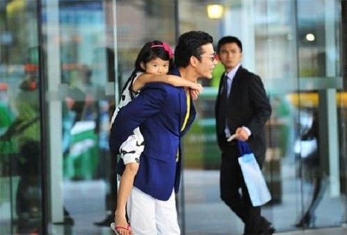 Ông bố sinh năm 1977 luôn hết mực yêu thương con gái Bảo Tiên.