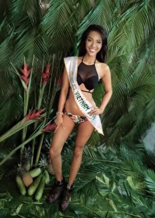 Mới đây nhất, Giải vàng Siêu mẫu 2015 Khả Trang khoe những bức ảnh bikini nóng bỏng trước ngày người đẹp sang Ai Cập tham gia cuộc thi Miss Eco. Với số đo 3 vòng chuẩn mực cùng nét đẹp lai quyến rủ, cư dân mạng dành nhiều niềm tin rằng Khả Trang sẽ làm nên chuyện ở đấu trường sắc đẹp quốc tế này.