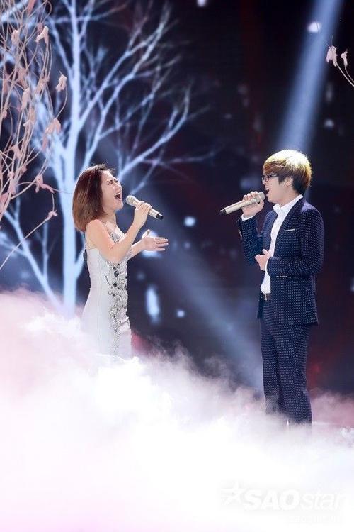 Giám khảo Dương Khắc Linh đã gọi Bùi Anh Tuấn là bồ cũ của Hương Tràm ngay trên sóng trực tiếp The Remix.