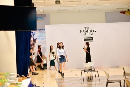 Chính vì thế, ngoài kinh nghiệm biểu diễn ở nhiều sàn cawalk trong và ngoài nước, các người mẫu tham dự The Fashion Show còn được gọi đùa là dàn mỹ nhân đạt chuẩn 3 đẹp: thân hình đẹp, tóc đẹp và phong cách biểu diễn đẹp.