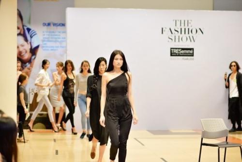 The Fashion Show powered by TRÉsemme là một trong những show thời trang hiếm hoi khi chú trọng vào tính liên kết của trang phục và kiểu tóc.