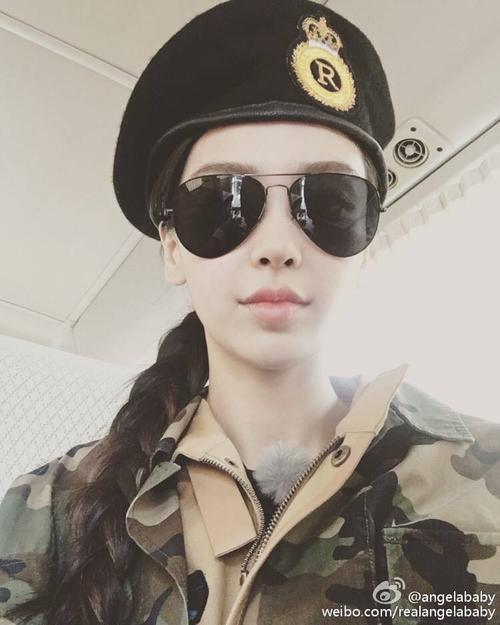 Angelababy làm nữ đại úy xinh đẹp.