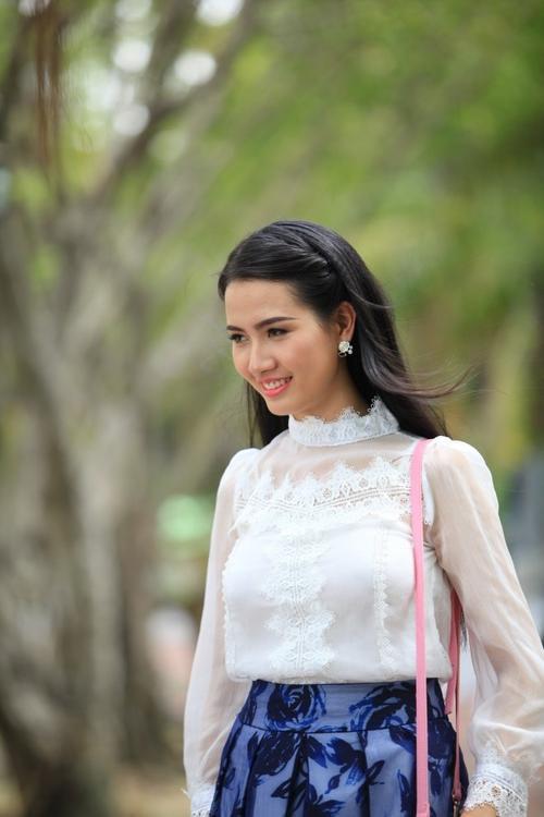 Hoa hậu Phan Thị Mơ hút hồn với vẻ đẹp dịu dàng của người con gái Huế.