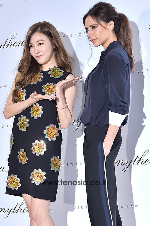 """Trên trang cá nhân, Tiffany cũng khoe loạt ảnh chụp cùng Victoria, cô còn hài hước gắn hasgtag """"Spicegeneration (kết hợp từ Spice Girl và SNSD)""""."""