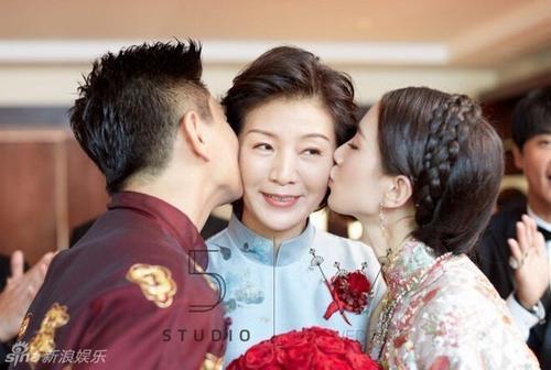 Vẻ đẹp tinh khôi ở tuổi gần 60 của mẹ Thi Thi.
