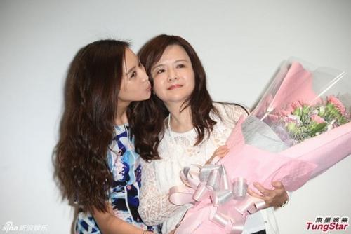 Trương Quân Ninh và người mẹ là họa sĩ nổi tiếng. Cô luôn tự hào khi sinh trưởng trong gia đình có mẹ tài giỏi và xinh đẹp.