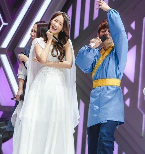 Nụ cười như hoa của Yoona trước ống kính.