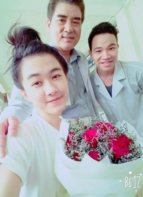 Hình ảnh mới nhất của Hà Vi khi được chuyển qua bệnh viện Chấn thương - Chỉnh hình TP HCM điều trị.