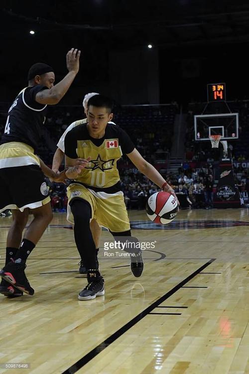 Ngô Diệc Phàm tham gia trận đấu bóng rổ cấp quốc gia giữa Canada và Mỹ.