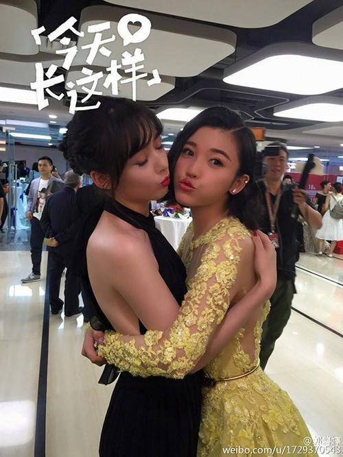 Quách Bích Đình và Dương Tử San ôm hôn thắm thiết .