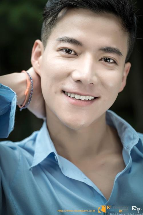 Nhiều người nhận xét ngoại hình của Cho Tae Kwan có nhiều nét tương đồng với Choi Siwon ( Super Junior)