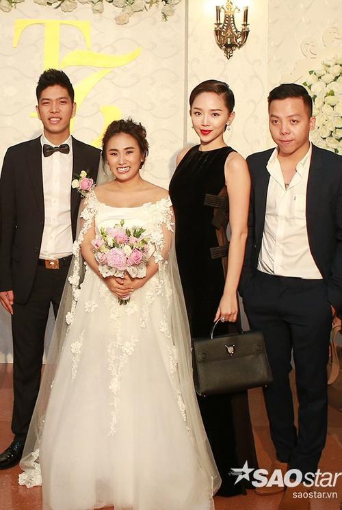 Hoàng Touliver và Tóc Tiên đã bay từ TP HCM ra Hà Nội để dự đám cưới bạn thân.