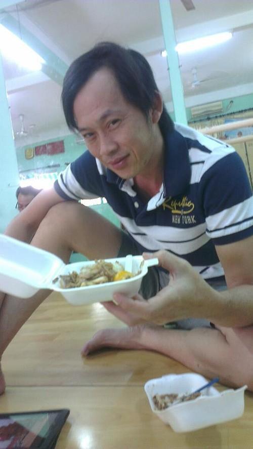 Hoài Linh vốn nổi tiếng là sao Việt sống giản dị và không hề cầu kì chuyện ăn uống.
