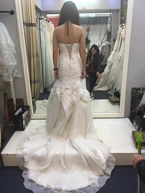 Bộ váy cưới đầy quyến rũ của vợ sắp cưới Hiệp Gà.