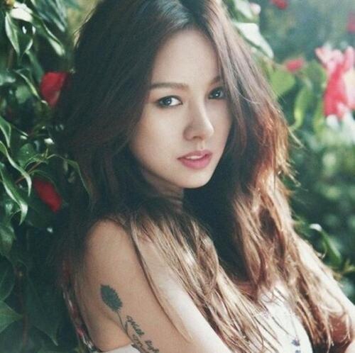 Sở hữu một ngoại hình hấp dẫn, Lee Hyori được đánh giá là nữ hoàng Diva sexy của Hàn Quốc.