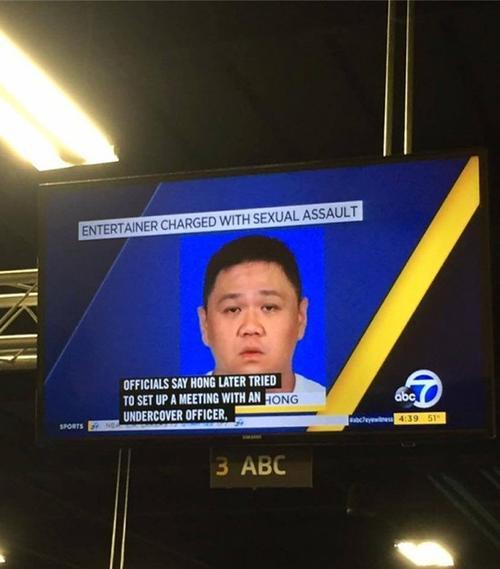 """Hình ảnh của nghệ sĩ Minh Béo được đưa lên mạng lưới truyền thông lớn nhất nước Mỹ với dòng tít: """"Nghệ sĩ bị buộc tội tấn công tình dục""""."""