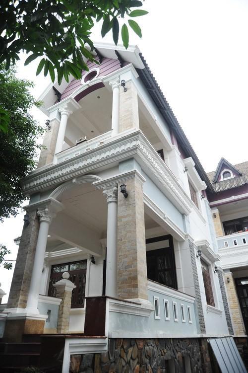 Bên ngoài căn nhà của Minh Béo.