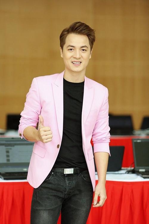 Cuối tuần vừa qua, ca sĩ Đăng Khôi đã tra Hà Nội để có mặt trong một chương trình được tổ chức tại Học Viện Âm Nhạc Quốc gia.