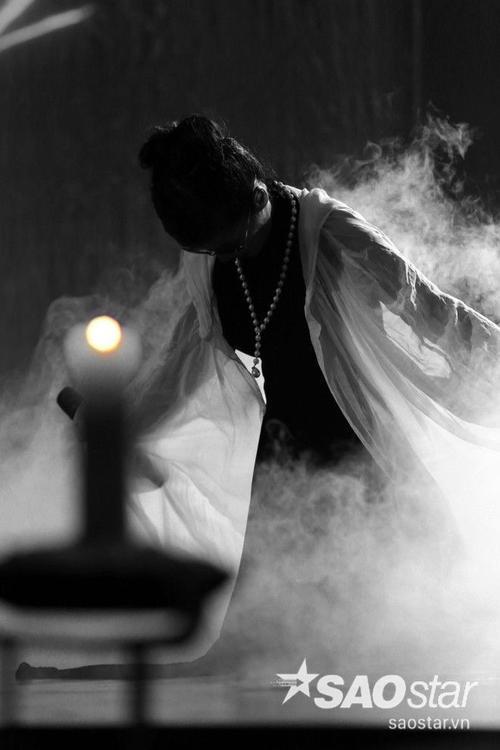 Hồng Nhung thể hiện 5 ca khúc gồm: Ru tình, Cũng sẽ chìm trôi, Cuối cùng cho một tình yêu, Bống không là bống và Ru em từng ngón xuân nồng. Giọng hát của Hồng Nhung như môt thanh âm trong trẻo biến hóa từ sâu lắng, trầm khúc, đượm buồn sang vui tươi, lảnh lót. Mặc dù sức khỏe không tốt (Hồng Nhung bị dị ứng và phải đeo kính) nhưng phần thể hiện của Hồng Nhung vẫn chiếm trọn trái tim khán giả.