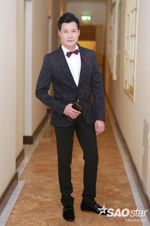 Quang Dũng luôn xuất hiện với hình ảnh bảnh bao và chỉn chu nhất. Lần này, Quang Dũng chọn cho mình áo vest đen kết hợp với sơ mi trắng.