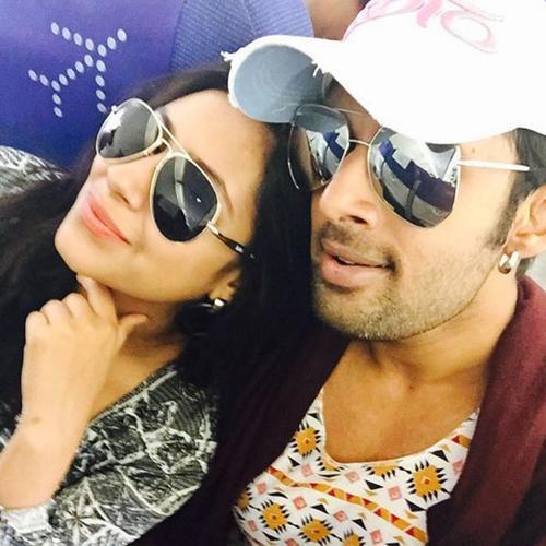 pratyusha-banerjee-and-boyfriend-rahul-raj-singh-201604-694817