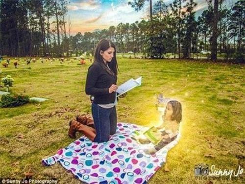 """Ditty đọc cho Macy Grace nghe cuốn sách cô bé yêu thích nhất, """"The Giving Tree (tạm dịch: Cây Chia sẻ)""""."""