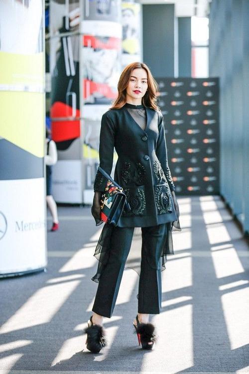 Hồ Ngọc Hà khiến người hâm mộ trầm trồ khi xuất hiện trong buổi lễ thời trang ở Tokyo.