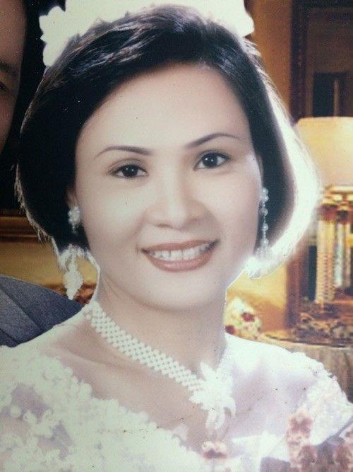 3 đời chồng, 3 lần lên xe hoa, chị Kim Tiến tưởng như hạnh phúc sẽ ở lại với mình nhưng nó cứ chạy ra xa, níu mãi mà không được. Đau đớn nhất là khi chồng cũ thuê người tạt acid khiến khuôn mặt chị bị biến dạng.