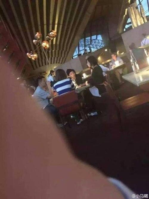 Taeyang và Min Hyorin ở nhà hàng trước khi Big Bang sang Melbourne trình diễn