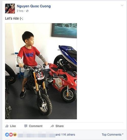 """""""Let's ride""""  (tạm dịch: Hãy đi xe) - Cường Đôla khoe ảnh Subeo đang lái mô-tô """"khủng""""."""