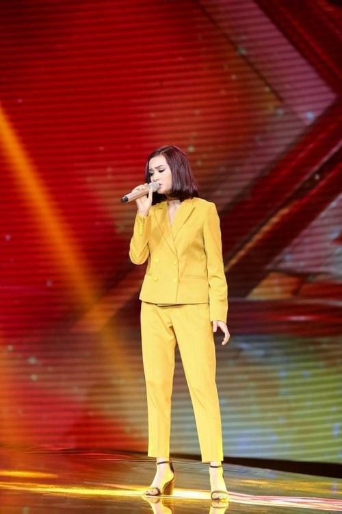 Hồ Thị Hiền trên sân khấu Nhân tố bí ẩn 2016