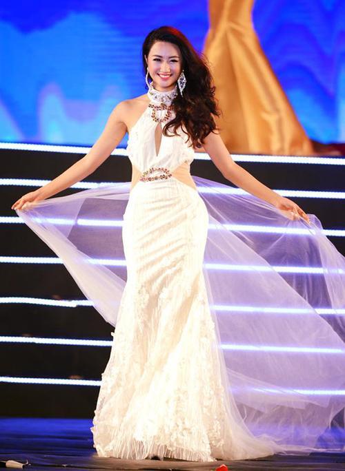 Hoa hậu Bản sắc Việt Thu Ngân bất ngờ kết hôn với doanh nhân hơn 19 tuổi