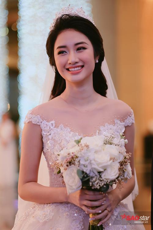 Cận cảnh nhan sắc xinh đẹp không tì vết của Hoa hậu Thu Ngân.