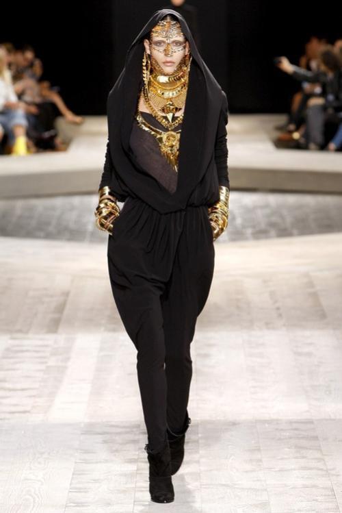 Riccardo Tisci chính thức rời khỏi thương hiệu Givenchy sau 12 năm gắn bó.