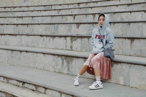 Quỳnh Anh Shyn và 1001 kiểu mix hoodie siêu xinh đây!