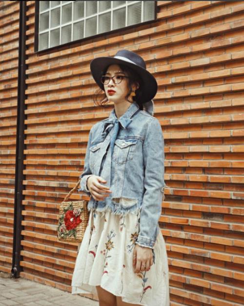 Nhanh tay học Angela Phương Trinh cách gắn đá lên mặt để có street style độc - đỉnh - đẹp