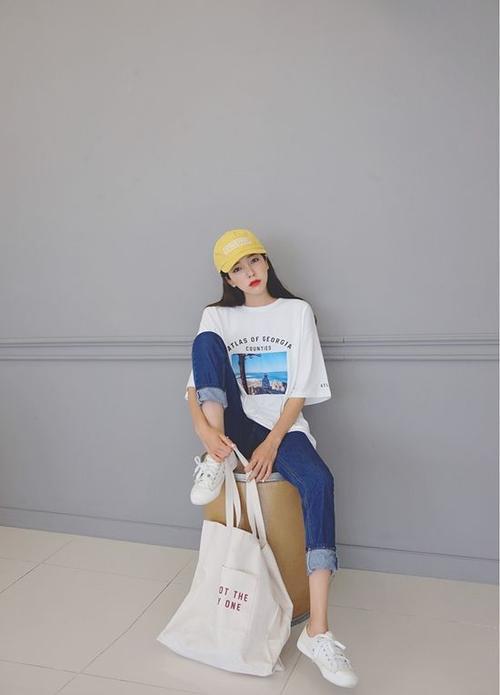 Thời trang: Áo thun nhìn thì đơn điệu nhưng có đến cả 101 cách diện trông thật sành!
