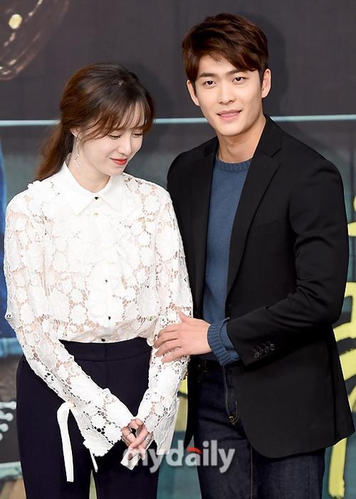 You are too much xoay quanh cuộc sống của ba nhân vật: nữ ca sĩ nổi tiếng một thời Yoo Ji Na (Uhm Jung Hwa đóng). Để bước đến đỉnh cao danh vọng, cô đã phải đánh đổi bằng nhiều thứ quý giá trong cuộc sống; Jung Hae Dang (Goo Hye Sun) - cô gái kiếm sống bằng nghề giả giọng các ca sĩ nổi tiếng. Mắc kẹt giữa cuộc sống của hai người phụ nữ là Lee Kyung Soo - chàng trai khiếm thị nhưng có tài năng thiên phú cùng trái tim ấm áp. Phim có độ dài 50 tập, sẽ chính thức lên sóng kênh MBC kể từ ngày 4/3 tới.
