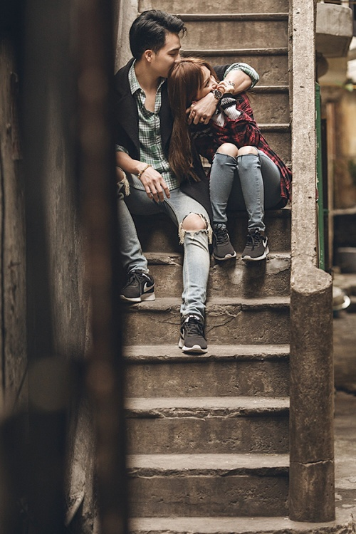 """""""Hãy cứ yêu đi đừng sợ bất cứ điều gì, tương lai không ai có thể biết trước nên hãy trân trọng và giữ gìn khoảnh khắc hiện tại"""" - Sĩ Thanh quan niệm."""