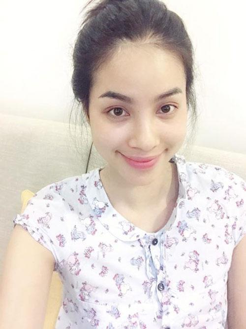 Phạm Hương thường xuyên đăng tải hình ảnh để mặt mộc lên Facebook cá nhân.