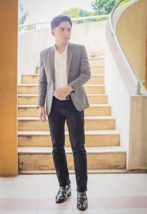 Phan Mạnh Quỳnh bảnh bao trong sản phẩm âm nhạc mới có tựa đề Cá tháng tư