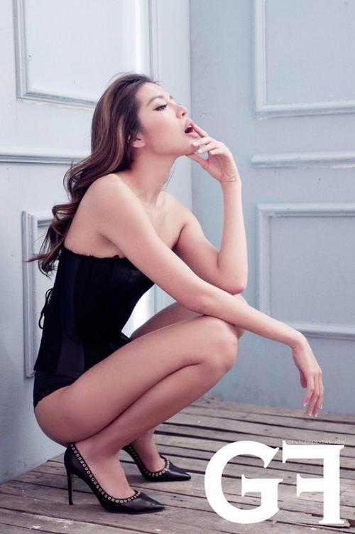 Tất nhiên không hiếm thấy cô nàng xuất hiện trên những tạp chí nổi tiếng tại Việt Nam.  Nếu như Hoàng Thùy nổi bật với phong thái lạnh lùng cá tính thì Minh Tú lại đa dạng với nhiều biểu cảm trên khuôn mặt. Tuy nhiên, nét nổi bật nhất của Minh Tú chính là khả năng phô diễn sự gợi cảm trong từng khuôn hình. Với tất cả những kinh nghiệm và khả năng của mình, người đẹp hoàn toàn có đủ năng lực để trở thành BGK The Face mùa thứ hai.