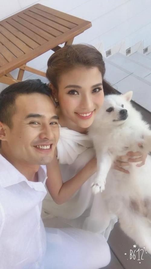 Khuôn miệng rộng, cằm cao giúp họ đặc biệt hơn giữa các cặp đôi trong showbiz Việt.