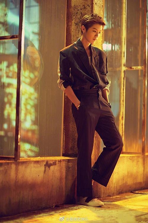 Sau lùm xùm, Lộc Hàm siêu đẹp trai trong MV mừng sinh nhật 27