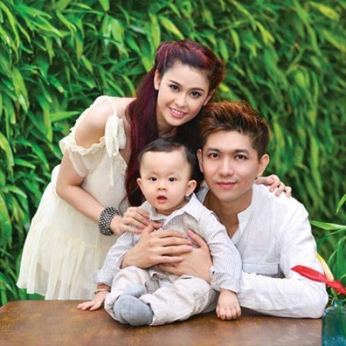 Đến tháng 5/2012, con trai đầu lòng Sushi cất tiếng khóc chào đời. Cặp đôi không giấu nổi niềm hạnh phúc khi được bố - mẹ.