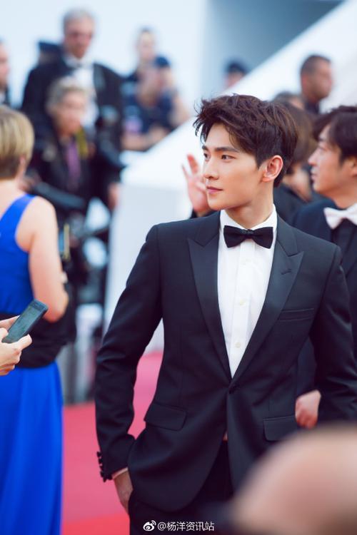 Xiêu lòng trước vẻ điển trai của Dương Dương tại thảm đỏ LHP Cannes