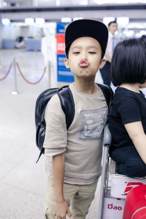 Phi Nhung cực chất với style hiphop, đùa giỡn cùng Hồ Văn Cường tại sân bay - ảnh 4
